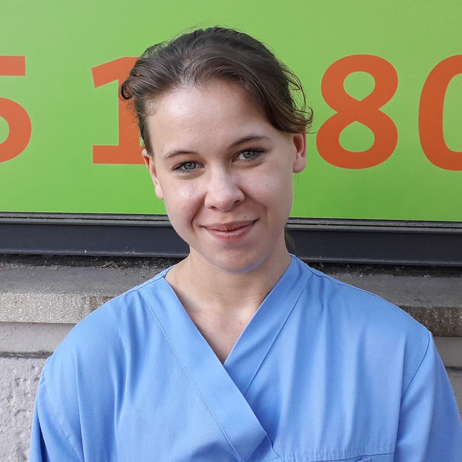 Laura Fenner - Tierarzthelferin